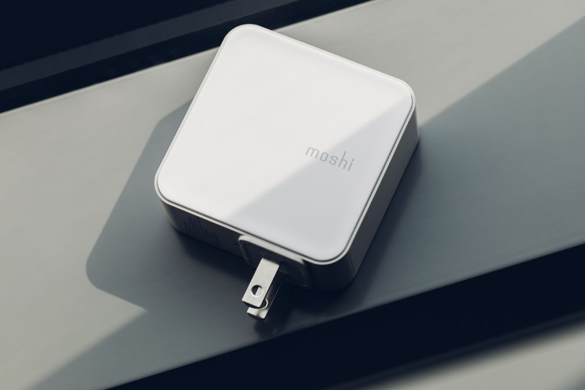 Protect your devices which charging with short circuit, over voltage, over current, and over temperature protection.
