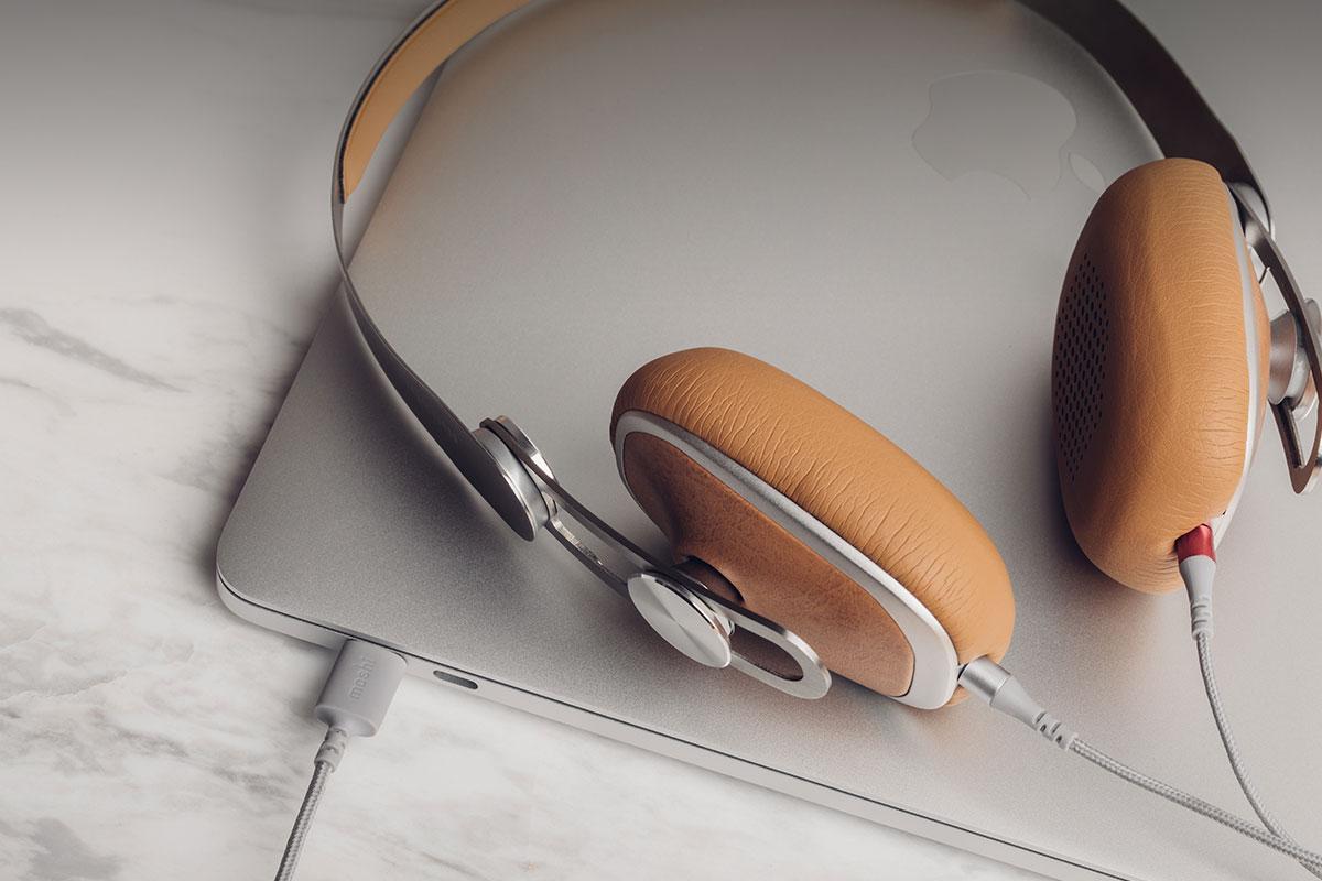 Наушники созданы с использованием дышащей веган кожи и легкой нержавеющей стали.