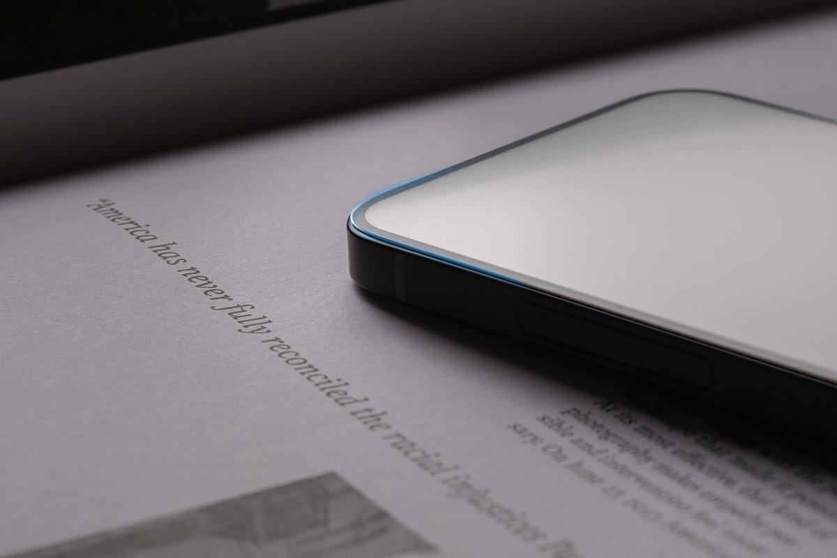 iVisor AG 安装后不会影响屏幕清晰度或触摸灵敏度,边对边的覆盖可保护整个 iPhone 触摸屏。