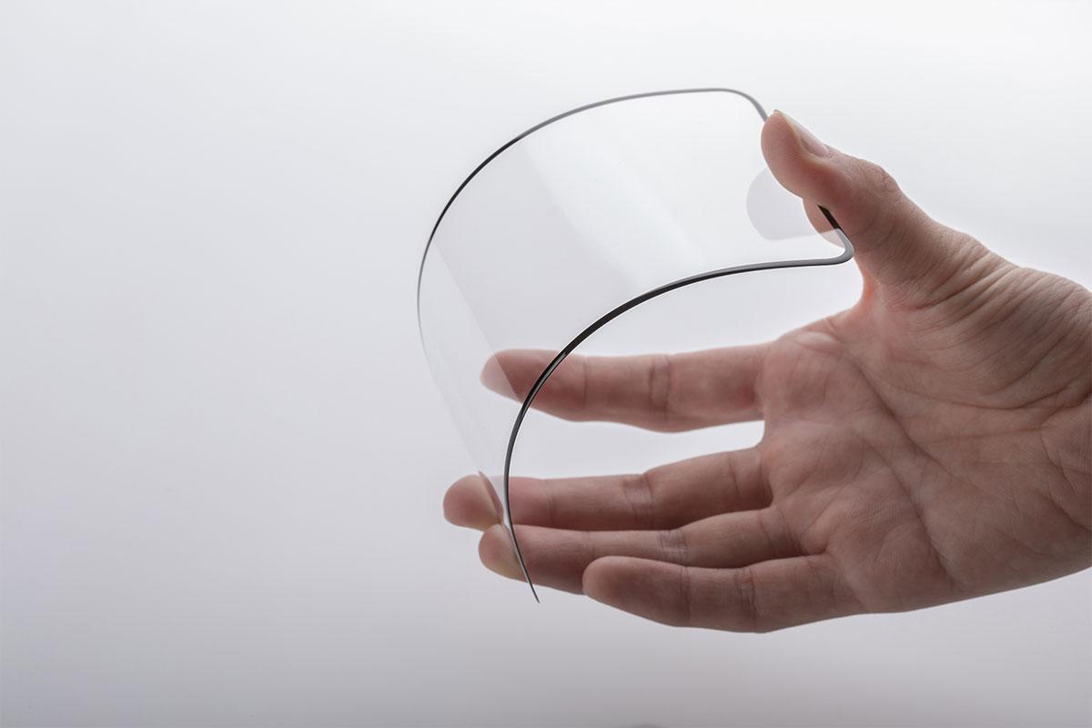 強化ガラスは熱処理しか加えられていません。IonGlassは分子構造レベルで強化することで堅牢性を高めており、鋭い刃先を使用しても傷をつけられません。
