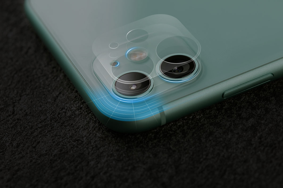 ラウンドエッジ加工でiPhoneのレンズに合わせて正確な位置に切り込みが付いています。