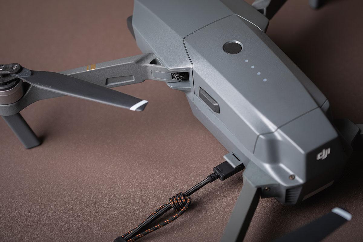 支援 3 A 高效充電,並擁有達 480 Mbps 的 USB 2.0 資料傳輸速度。