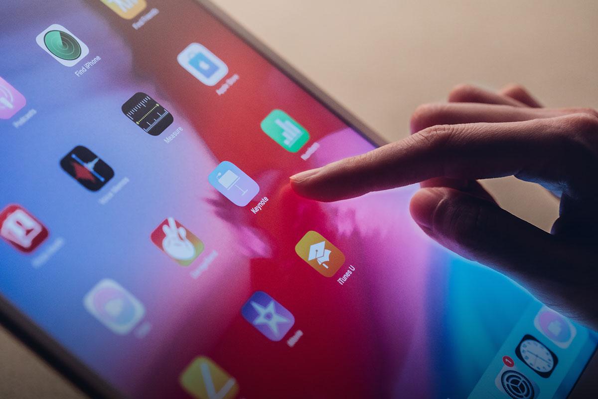 iVisor はタッチスクリーンの操作性とApple Pencilの性能をより良く引き出すためにmoshi独自の EZ-Glide™処理が施されています。