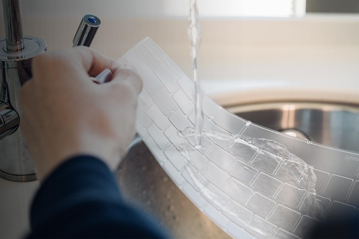 ClearGuard можно мыть и использовать повторно — накладка прослужит так же долго, как и Ваш компьютер.