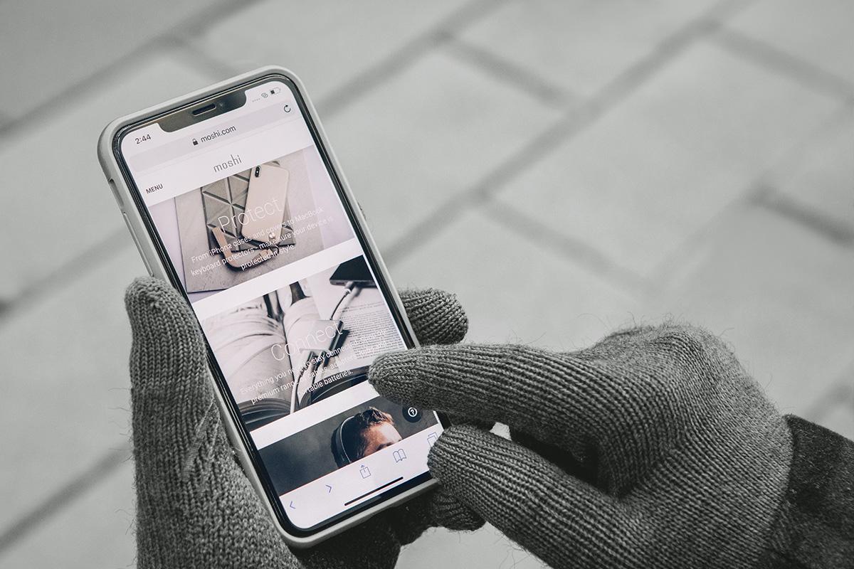 Genießen Sie die volle Funktionalität Ihres Smartphones beim Tragen von Digits dank der leitfähigen Faser an allen 10 Fingerspitzen.