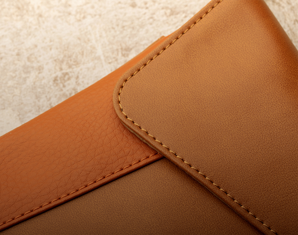 採用優質環保皮革材質製成,堅持我們對動物友善的承諾。
