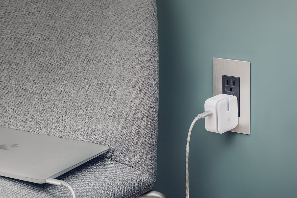 USB PD 3.0電源プロファイルなのでMacBookも充電可能です。最大30Wまで充電可能なこのコンパクトトラベル充電器を使えば一晩で充電が完了します。