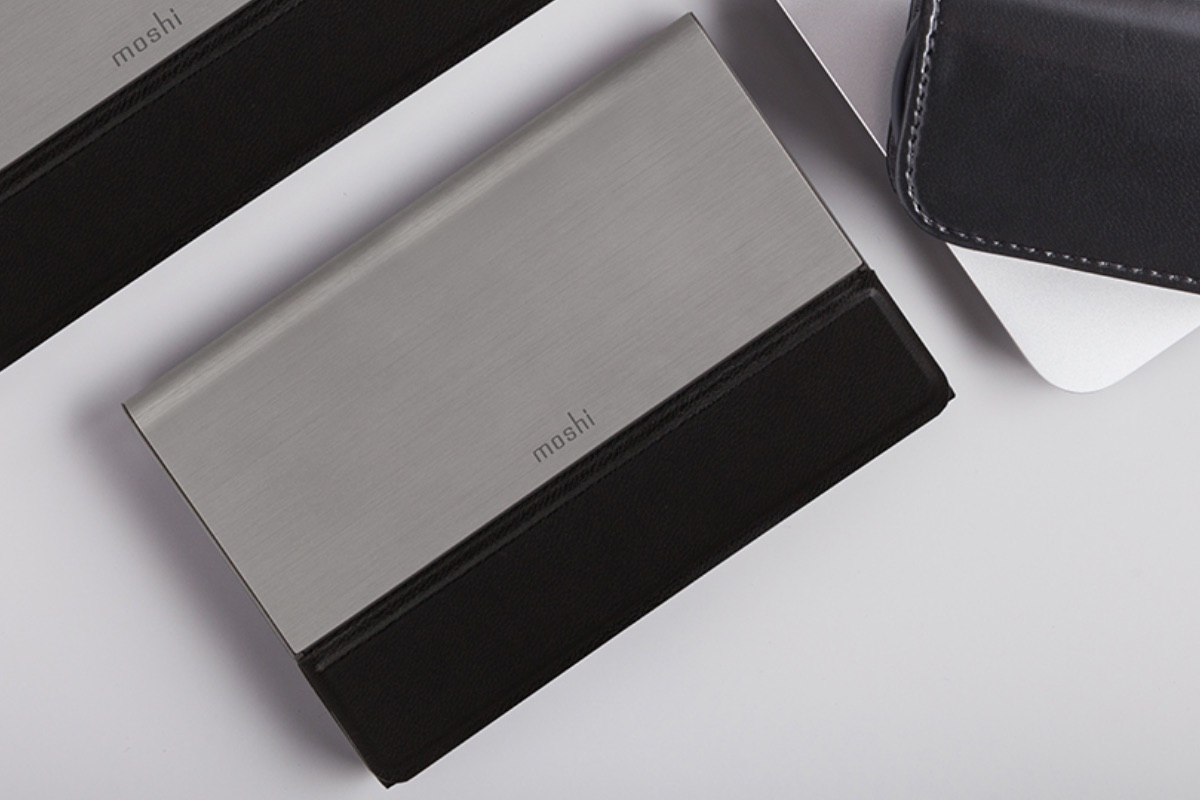 Sleek and attractive aircraft-grade aluminium casing with vegan leather accents offer a modern and refined look.