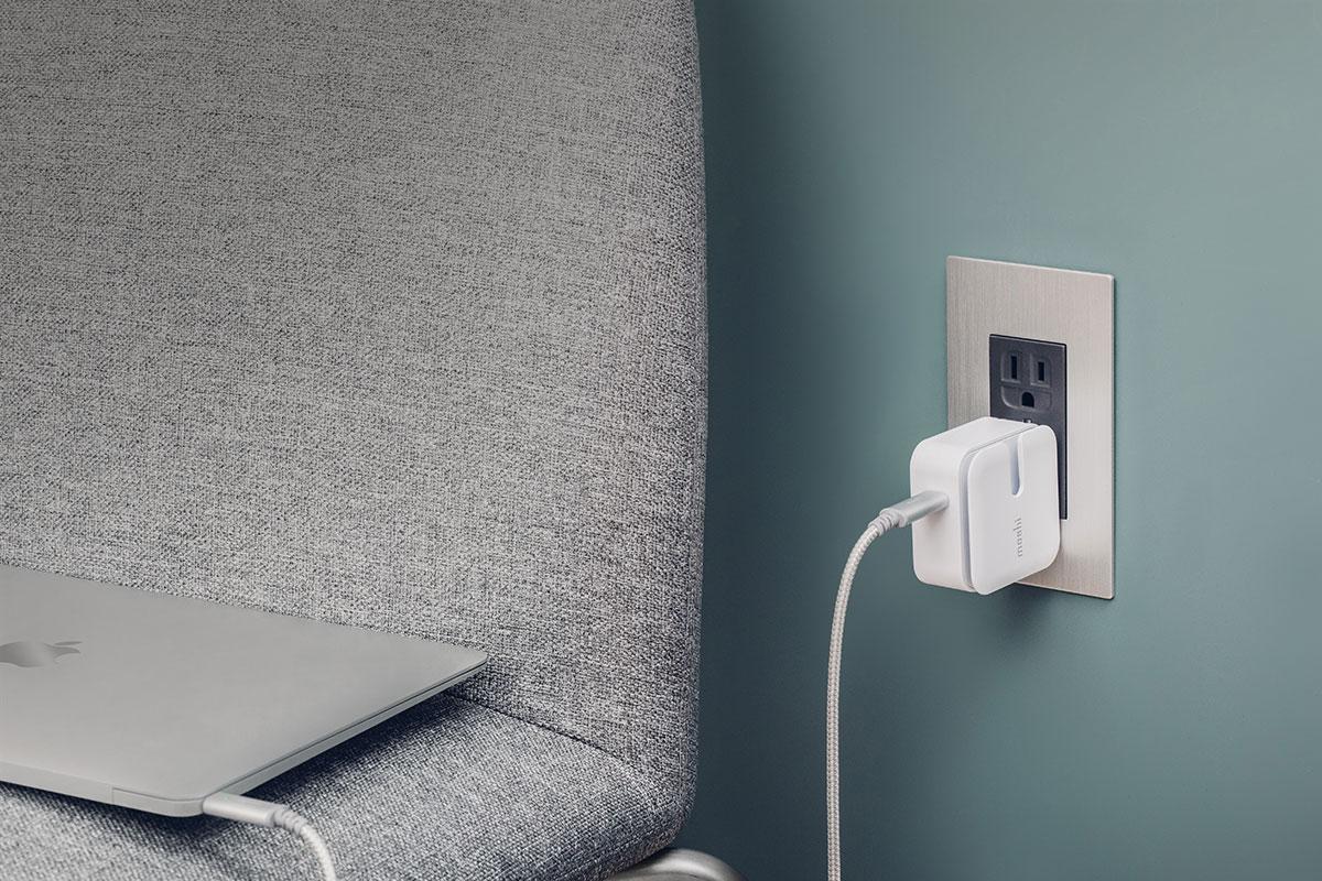 El perfil de energía USB PD 3.0 permite que puedas recargar tu MacBook. Este compacto cargador de viaje te permite cargar hasta 30 W, ideal para una recarga nocturna.