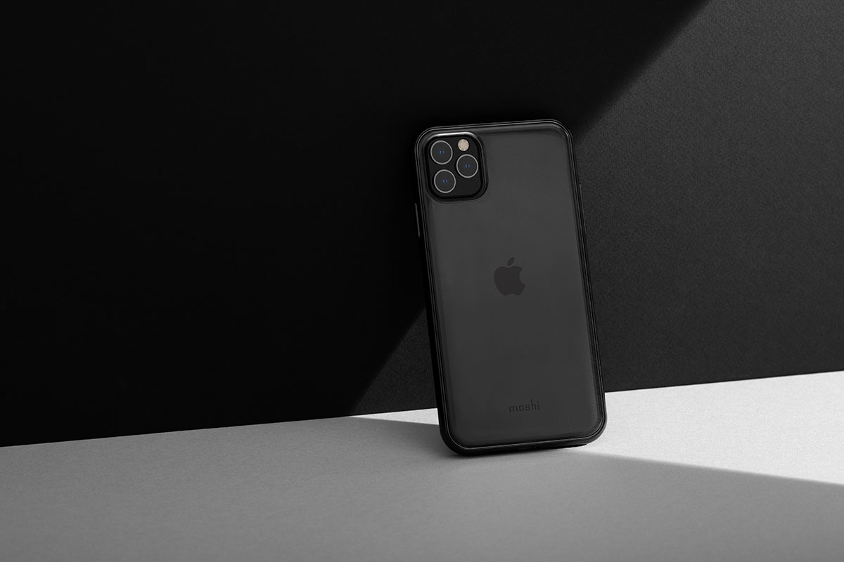 Eine transparente Rückseite hebt das elegante Design Ihres Telefons hervor und zeigt gleichzeitig das Apple-Logo.