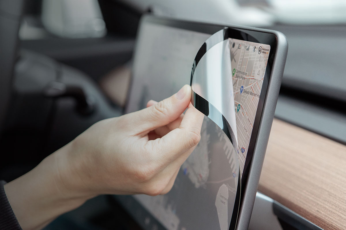 Moshi 獨家專利設計,iVisor 是唯一一款 100%無氣泡產生,專為 Tesla Model 3 觸控螢幕設計的防眩光螢幕保護貼。
