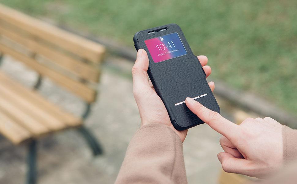 フロントカバーのセンサーで通話の応答/拒否を操作。また窓で電子決済、顔認証、日付/時刻の確認が可能。