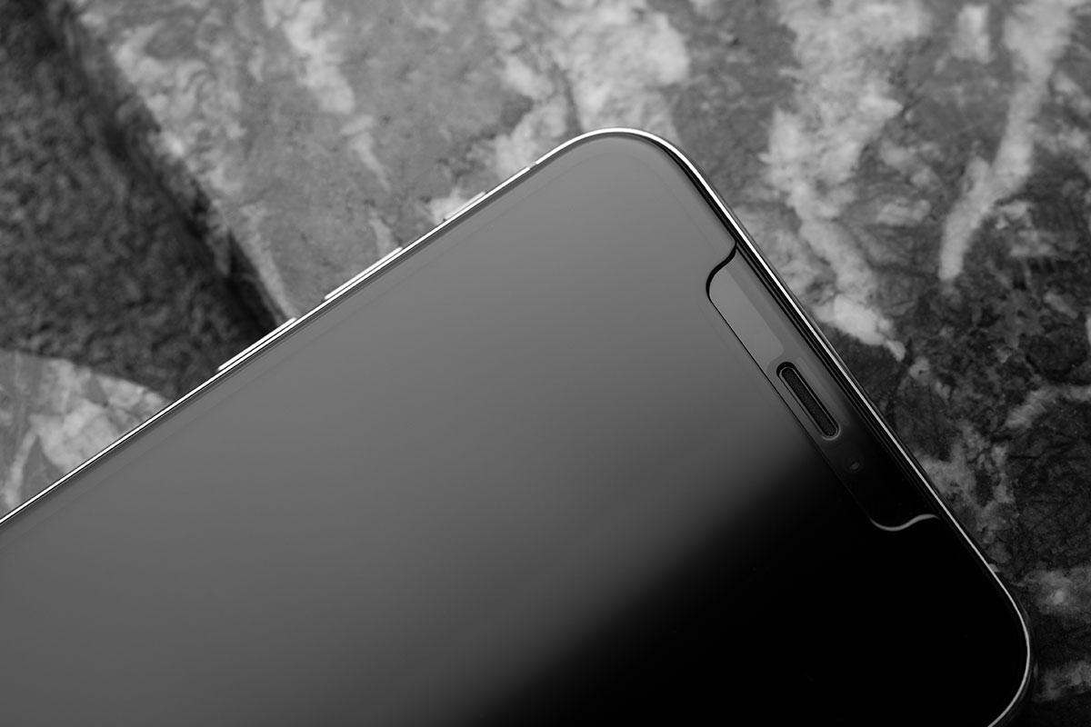 スマートフォンのスクリーンに完全にフィット。完全なedge-to-edge保護。