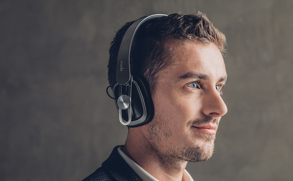High-resolution XR40 neodymium drivers (15 Hz-22 kHz / -10dB@1kHz) deliver a full-bodied sound that rivals the audio quality of much larger headsets. High-density fiberglass composite housings are 40% stronger than plastic to reduce vibrations and and ultra-light cellulose membranes enable high-precision sound reproduction. A dual bronze ring clasping enables greater diaphragm travel for robust bass and distortion-free mids/highs, resulting in an intricate and immersive soundstage with wide dynamic range.