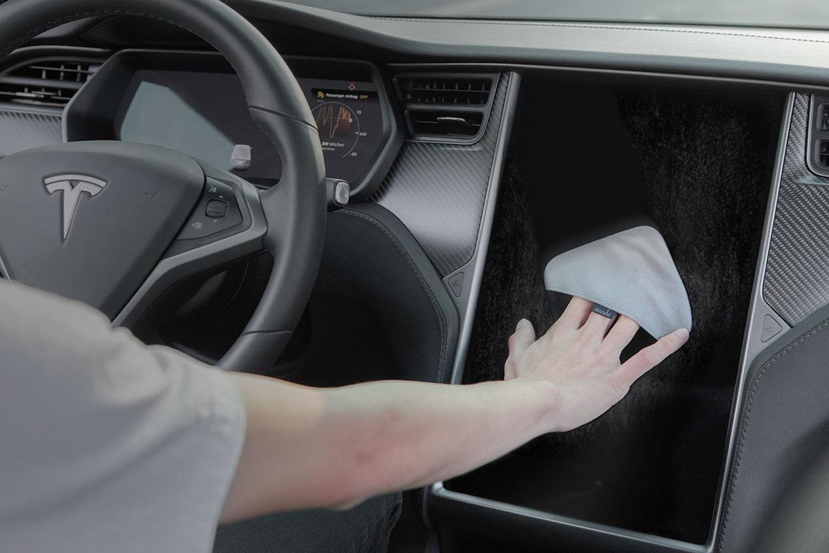 Wischen Sie Flecken, Staub und Fingerabdrücke von Fernsehgeräten oder Monitoren mühelos ab.