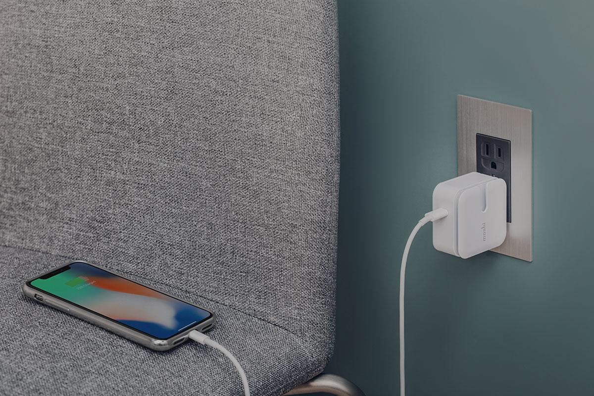 El perfil de energía USB PD 3.0 (5/9/15 V) combinado con un cable de USB-C a Lightning te permite cargar su iPhone dos veces más rápido que un cable USB-A estándard.