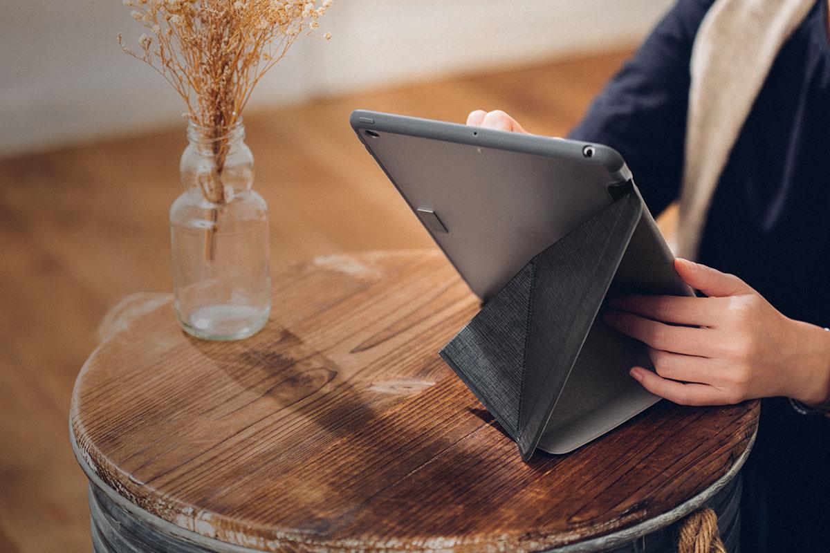 Deja descansar tu iPad para una cómoda visualización mientras juegas con Apple Arcade.
