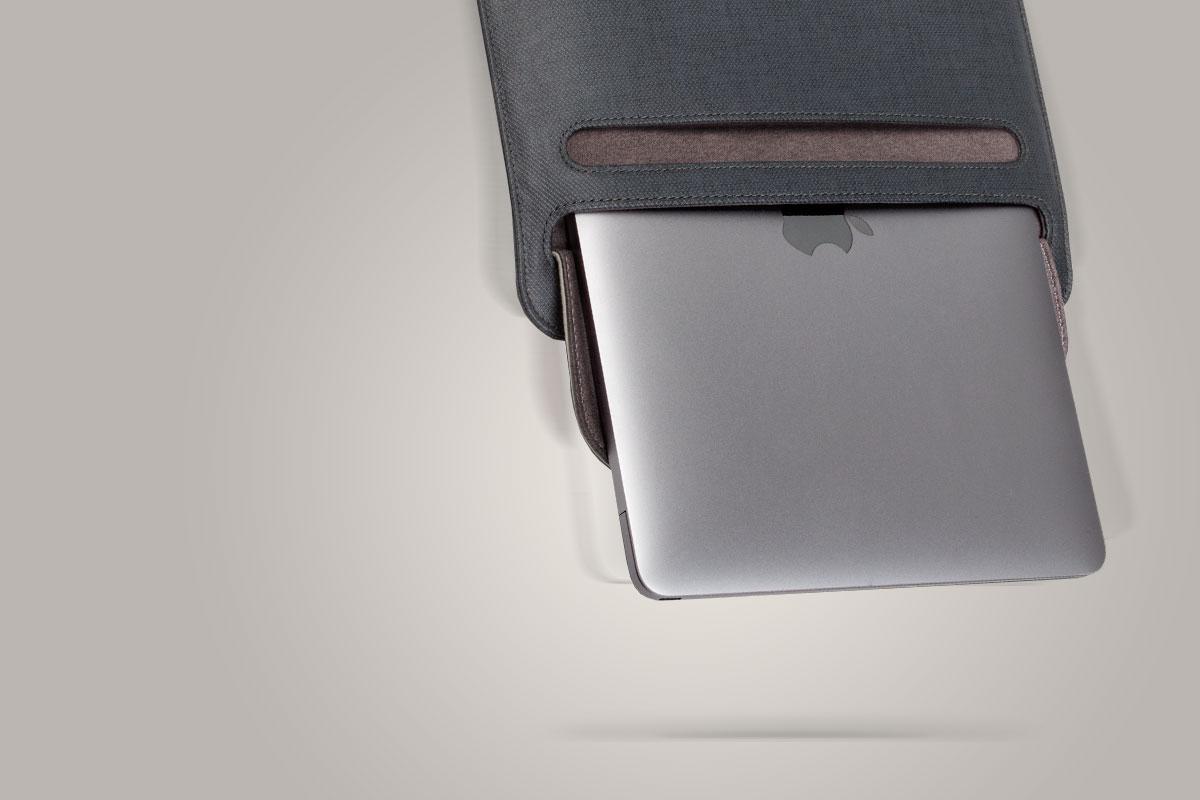 Die SlipGrip™-Öffnung verhindert, dass Ihr Computer versehentlich aus der Hülle fällt.