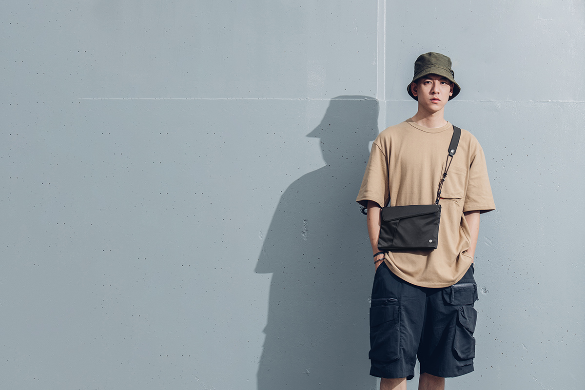 В любое время суток Aro Sacoche обеспечит минималистичный опрятный внешний вид, который подойдет под любую одежду.