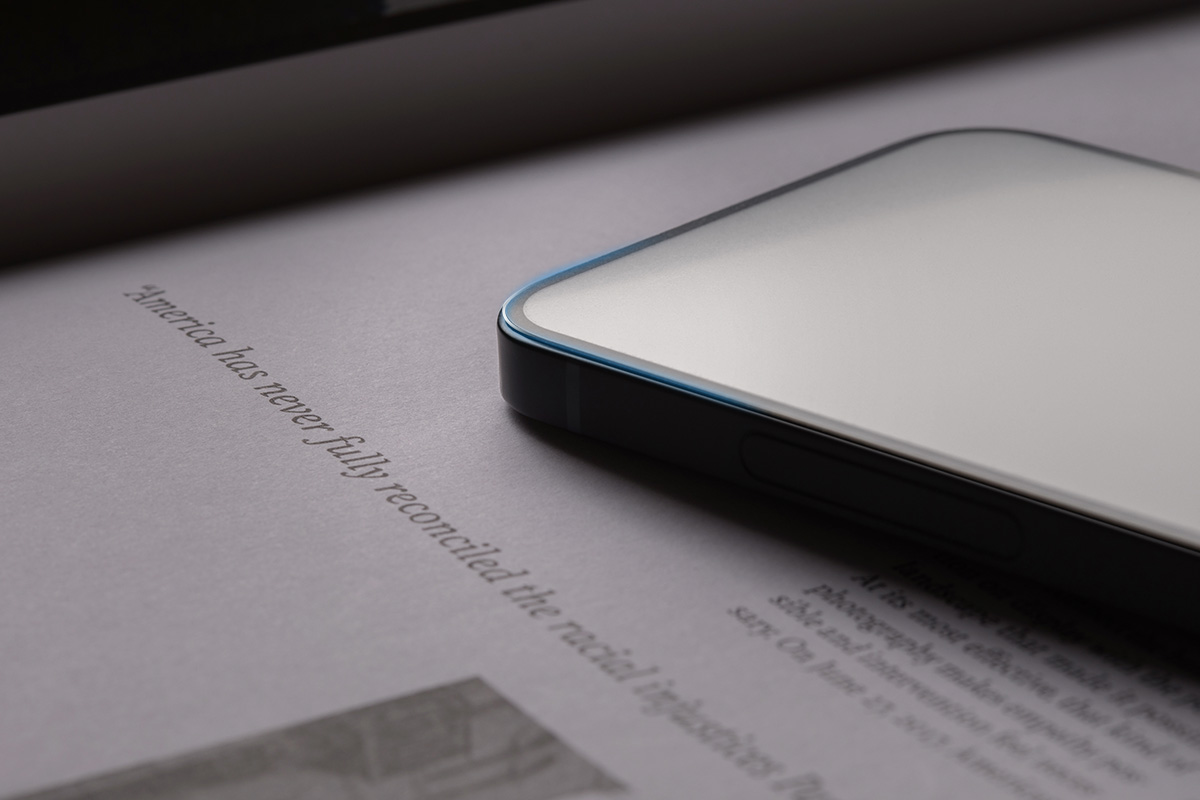 Einmal installiert, beeinträchtigt iVisor AG weder die Klarheit des Bildschirms noch die Berührungsempfindlichkeit und die Rand-zu-Rand-Abdeckung schützt jeden Zentimeter des Touchscreen-Displays Ihres iPhones.