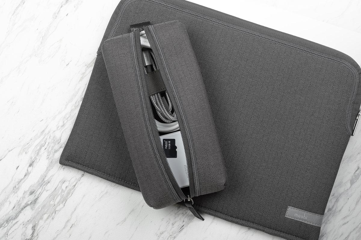 Niemals den Überblick über die kleineren Gegenstände wie SD-Karten, Ohrhörer, USB-Sticks usw. verlieren.