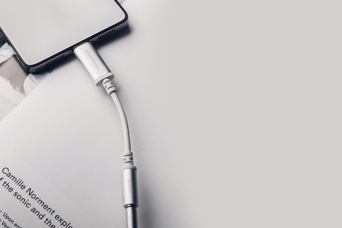 采用阳极氧化铝外壳材质,提升耐用性。