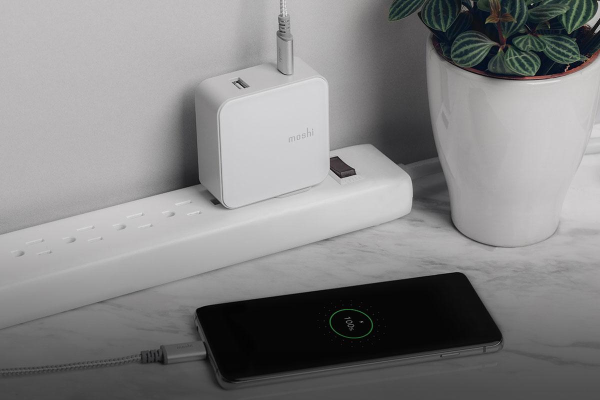 Android 用戶為裝置快速充電的理想選擇,透過 QC 3.0 晶片使用 Integra USB-C to USB-C 充電線。