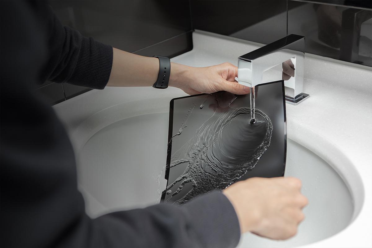 Umbra 可水洗且重複黏貼使用,有效延長使用壽命。