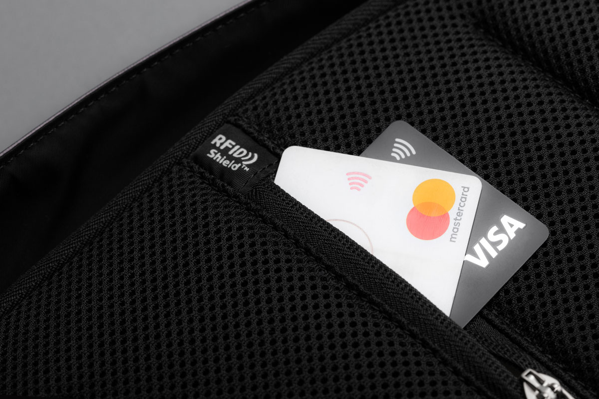 Rest assured your credit card information is safe thanks to the RFID Shield Pocket.