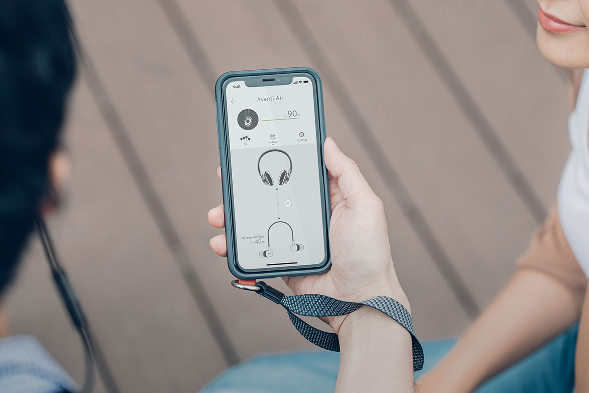 Discrete control buttons on the earcups allow you to play/pause, skip tracks, turn volume up/down, and answer/end calls without taking your phone or tablet out of your pocket. A built-in microphone with Clear Voice technology handles calls with ease and supports voice activation of virtual assistants such as the Google Assistant and Siri.
