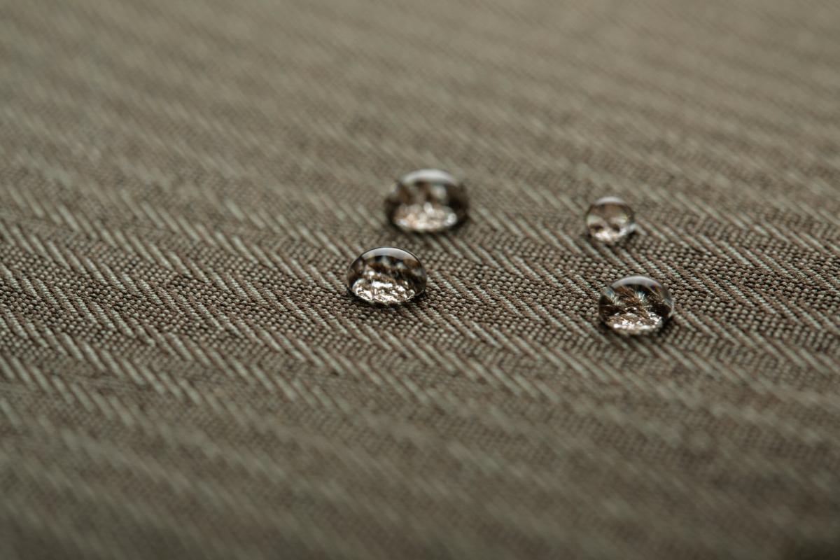 Die Urbana Lite ist zum Schutz vor Regen und Schnee mit einem hochwertigen, wasserabweisenden Material ummantelt. Kunstleder und Akzente aus Zinklegierung sorgen für einen eleganten Touch. Erhältlich in drei modischen Farben ist die Urbana Lite die perfekte Ergänzung zu jeder Garderobe.