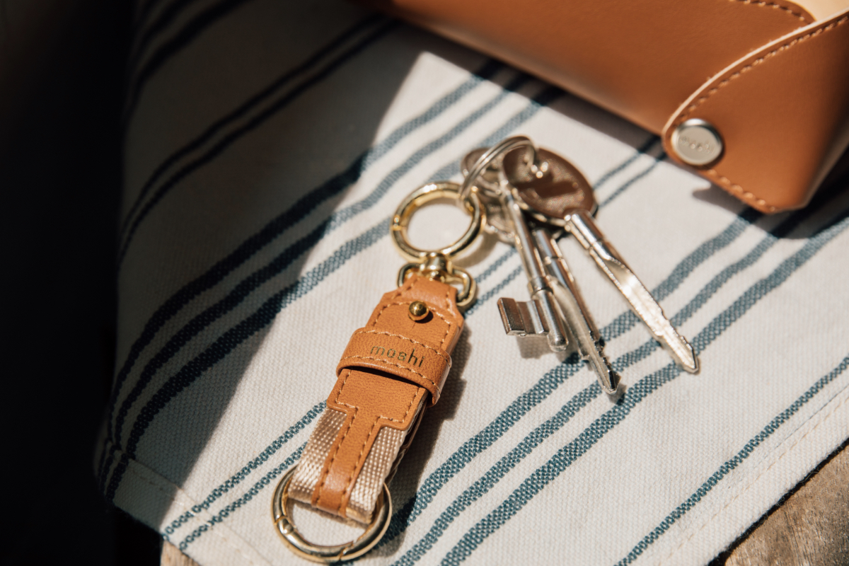 Quickly and easily clip Moshi's Key Ring to your backpack, travel bag, handbag, and more. Designed for durability with a premium zinc alloy clasp to keep your keys organized and easy to find, offering an extra level of protection against unexpected accidents or misplacement.