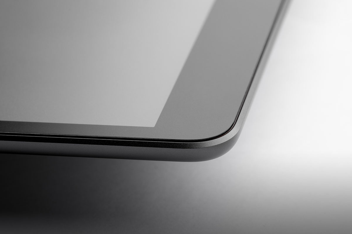Completely protects the touchscreen of your iPad and ensures more security.