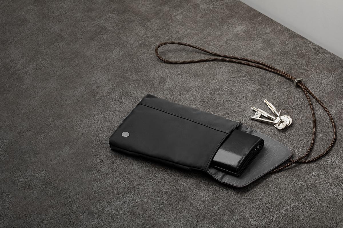 容易な財布や鍵の出し入れ。