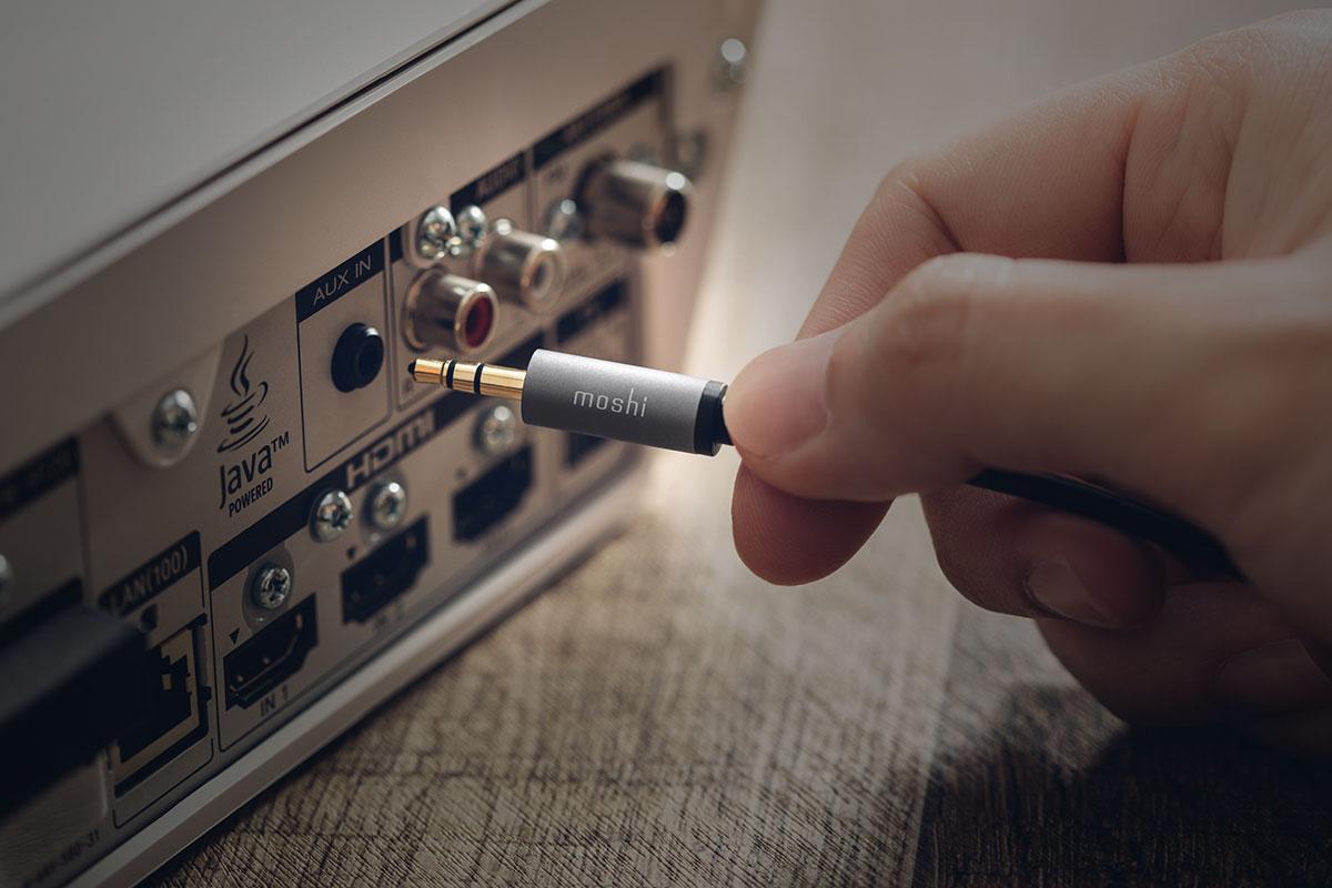 连接家庭音响播放您的 USB-C 设备音乐,还能让朋友们切换至喜爱的曲目,扩增音响功能。