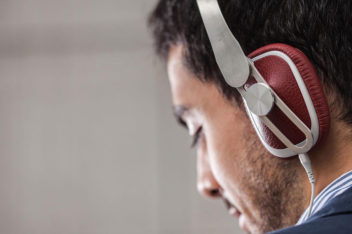 Como resultado de un análisis ergonómico, los auriculares Avanti C son adecuados y cómodos para prácticamente cualquier persona, independientemente del tamaño de su cabeza*. La diadema tiene un ángulo de 14 grados hacia el interior para poder colocar los auriculares cómodamente en la cabeza.