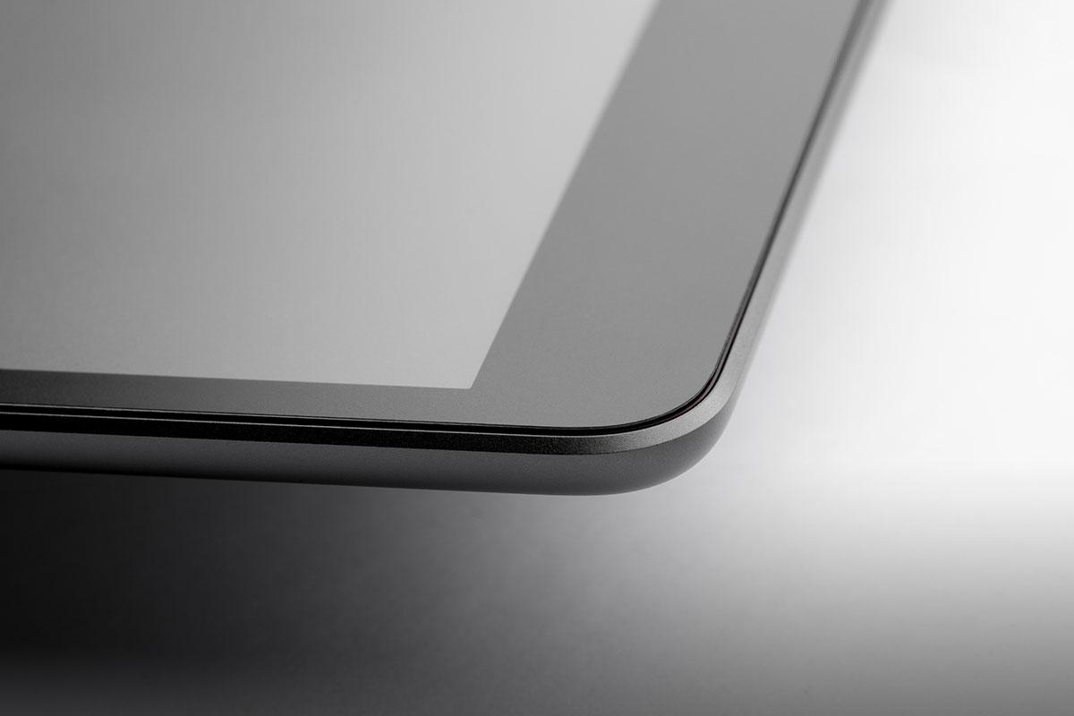 Полноценная защита сенсорного экрана iPad устраняет любые риски повреждения.