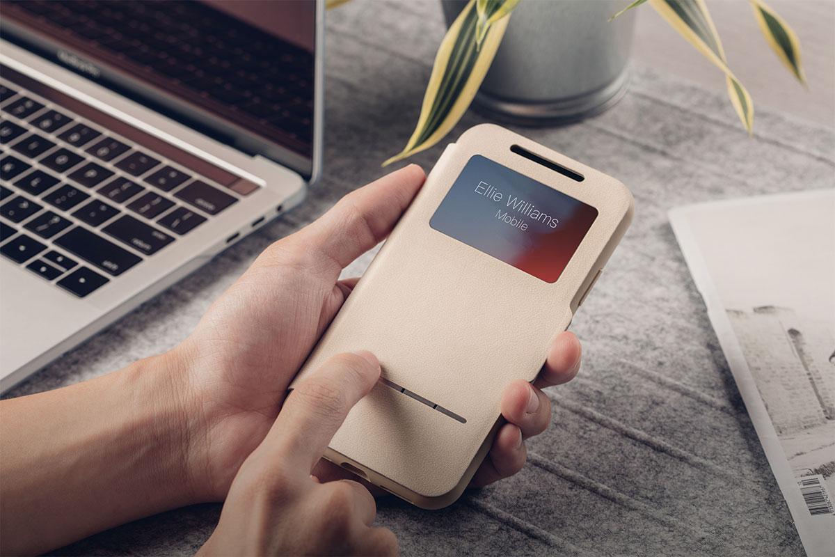 日時の確認、Apple Pay の使用、携帯電話をロック解除する顔認識が、すべて、カバーを開かずに行なえます。