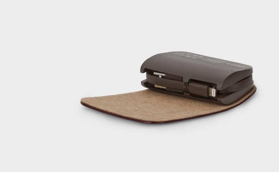 隐藏式折叠设计的 Lightning 与 USB 充电线,美观又便捷。