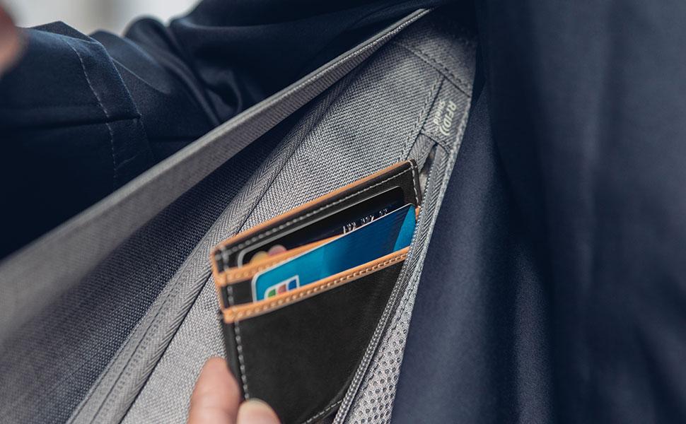 Sie können sicher sein, dass Ihre Kreditkartendaten dank der Tasche mit RFID-Abschirmung sicher sind.