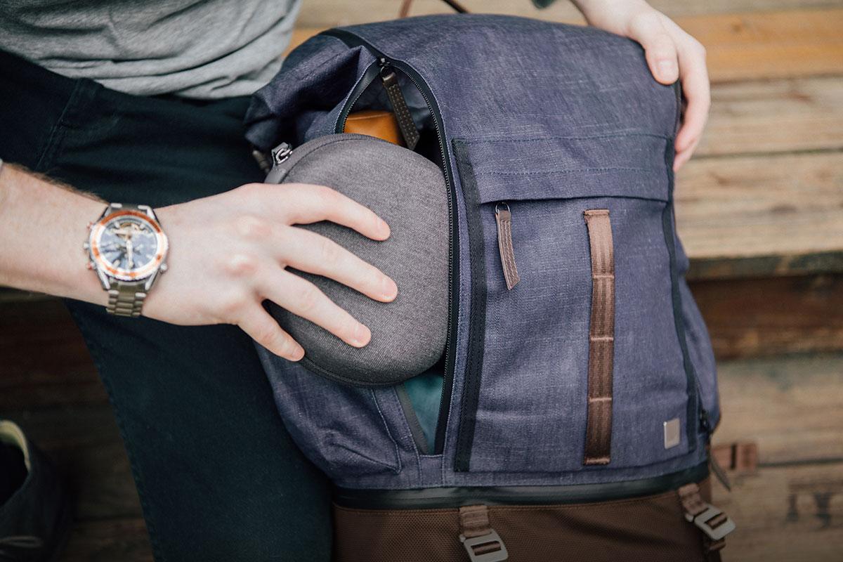 全開式雙拉鍊設計,方便快速拿取背包內的物品。