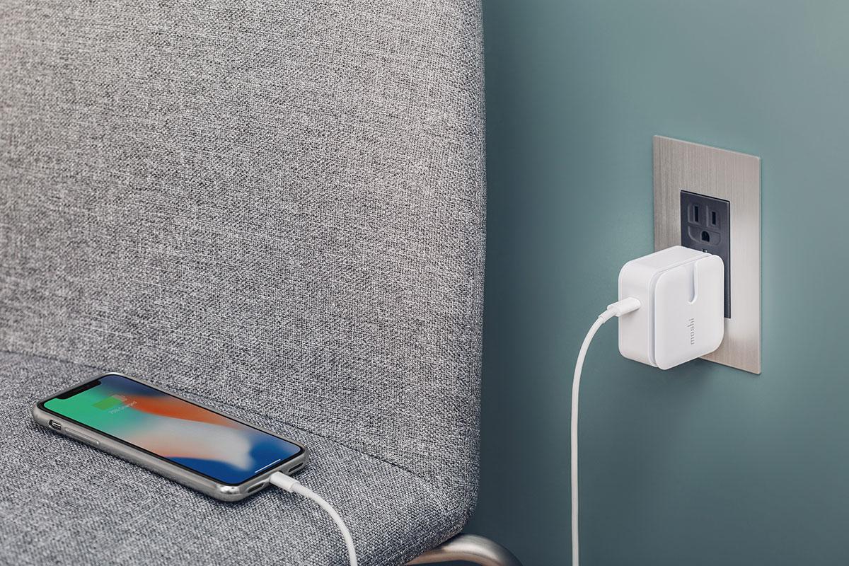 搭配 Moshi Rewind C 高效能墙插充电器,为您的新 iPhone 开启最高 18W 的快速充电体验。