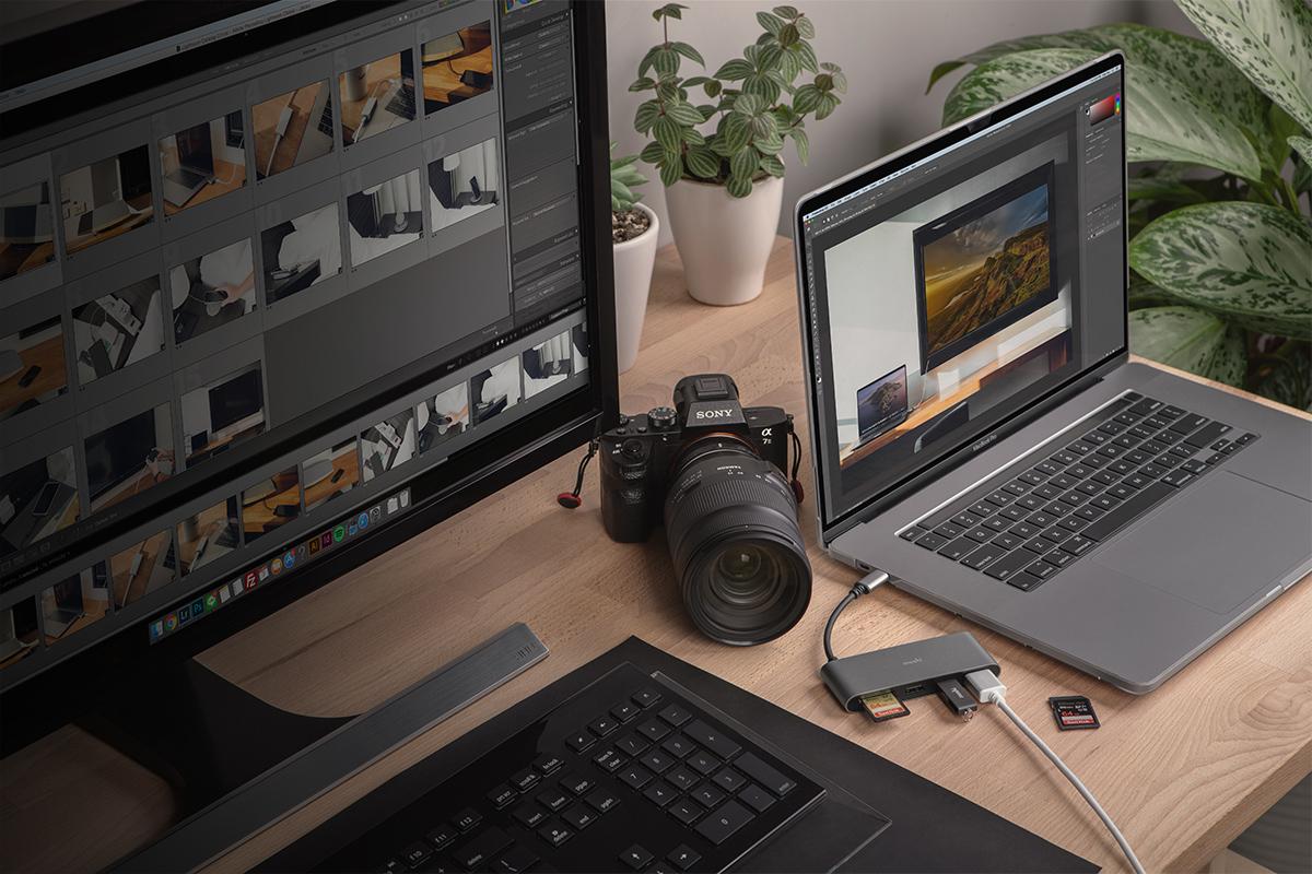 外付けHDMIモニター、USB周辺機器を接続し、内蔵SDカードリーダーで写真やビデオを転送。