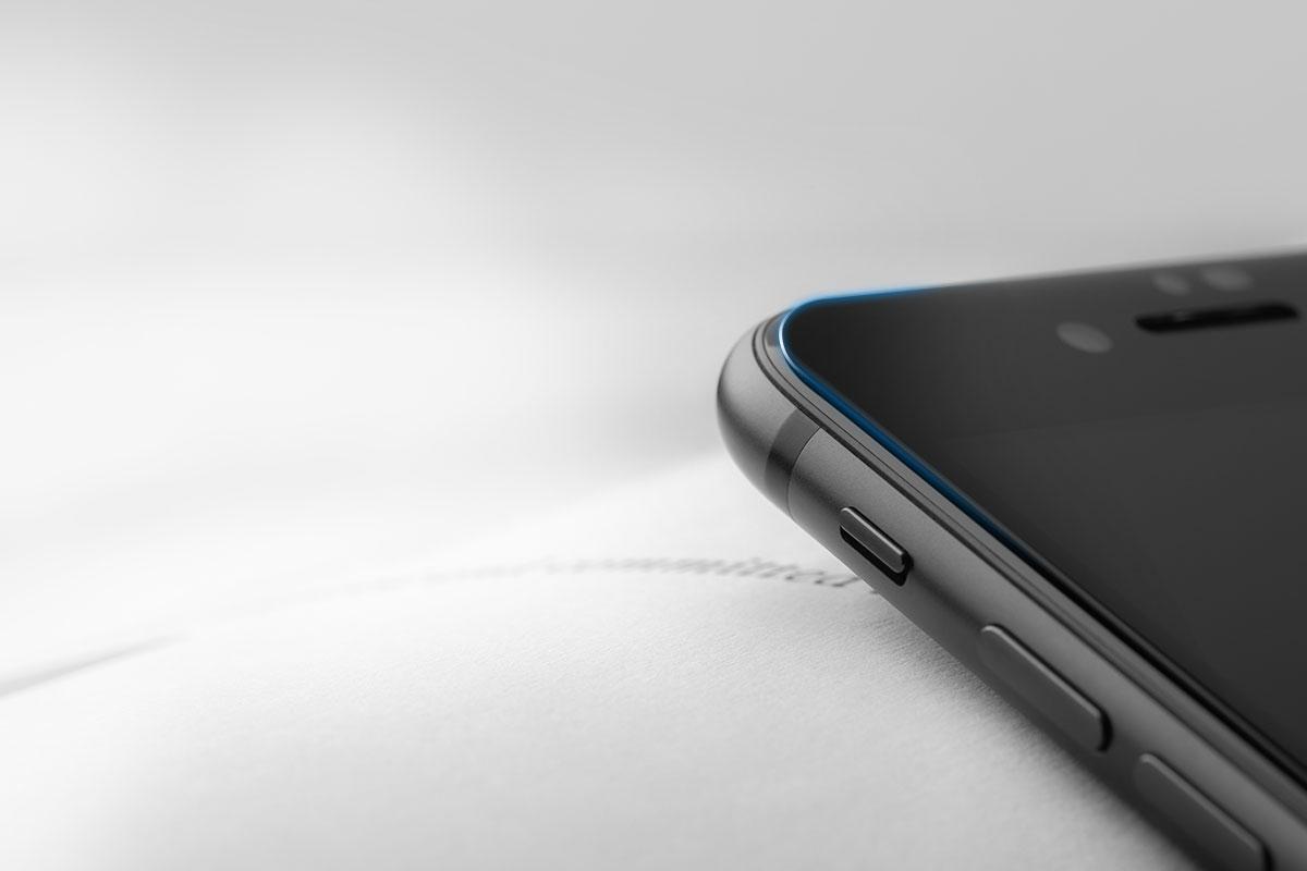 Bords et découpes arrondis pour s'adapter parfaitement à l'écran de votre iPhone.