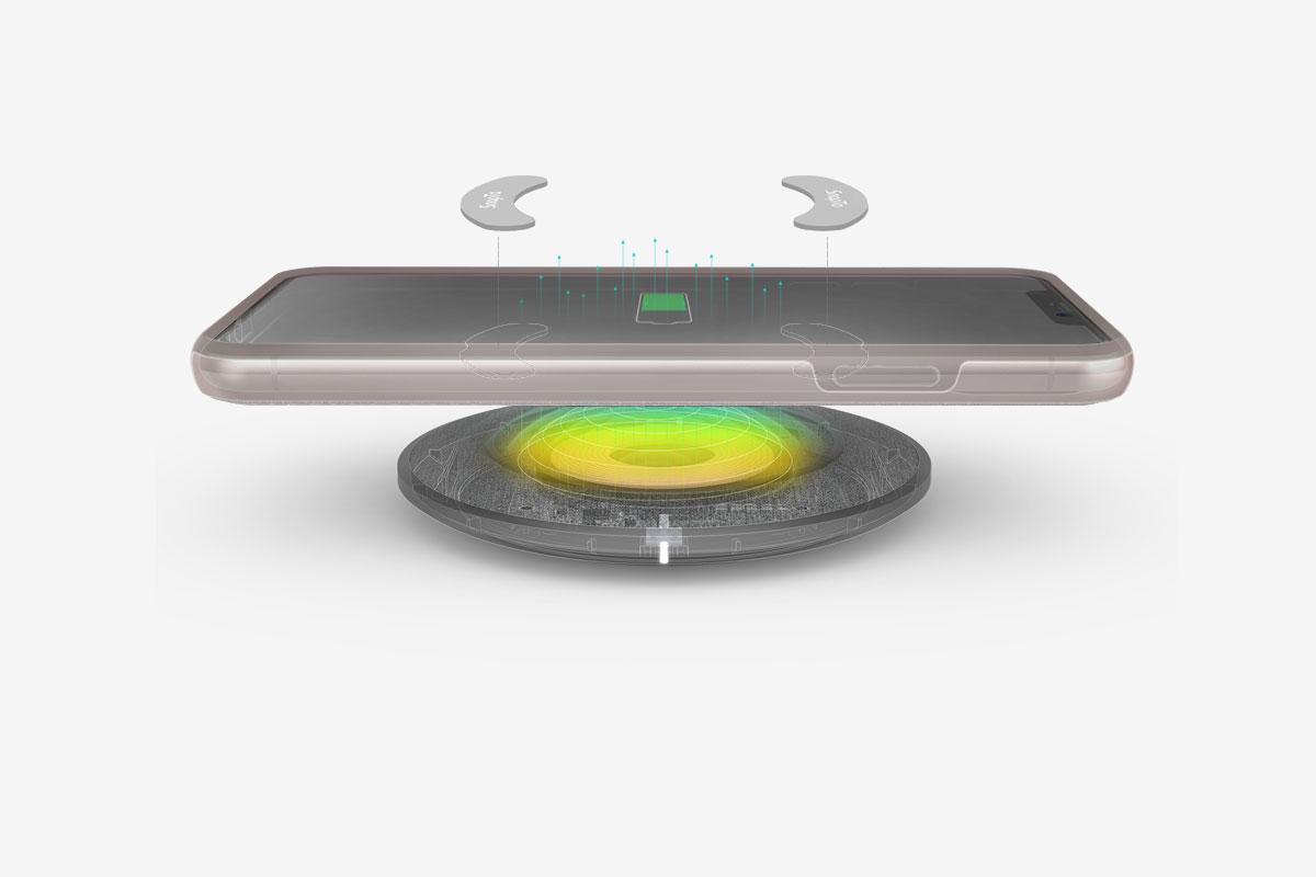 Les attaches SnapTo qui se fixent à l'intérieur de la coque sont placées de sorte à ne pas interférer avec le chargement sans fil.