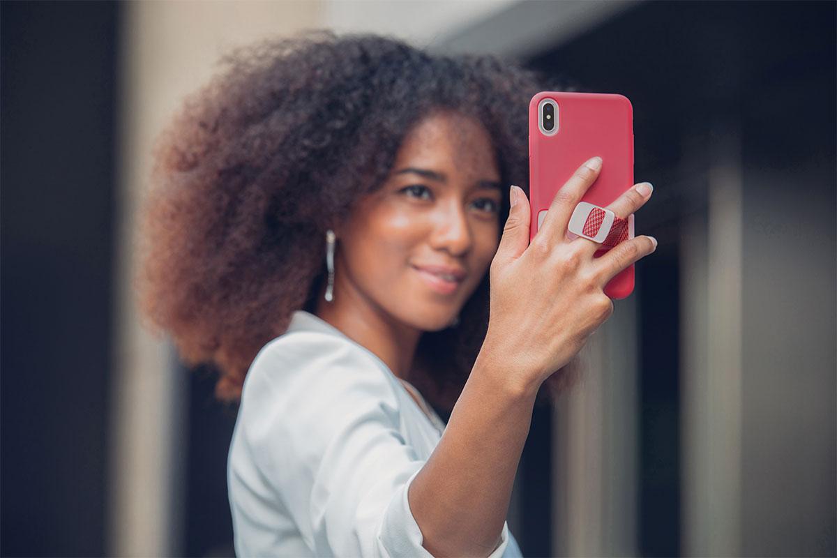 El MultiStrap™ de Capto le permite tomar la foto perfecta sin el riesgo de que se le caiga el teléfono.