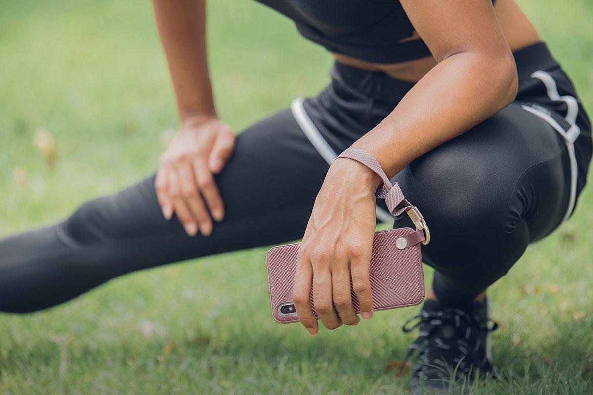Чехол Altra идеально подходит для активных людей и пригодится во время пробежки, походов или путешествия.