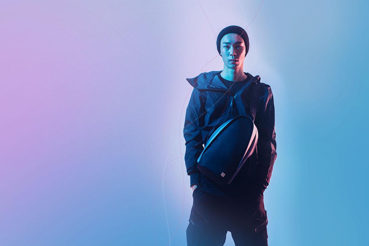 Рюкзак Tego Crossbody Sling сочетает в себе функциональность и футуристический дизайн.