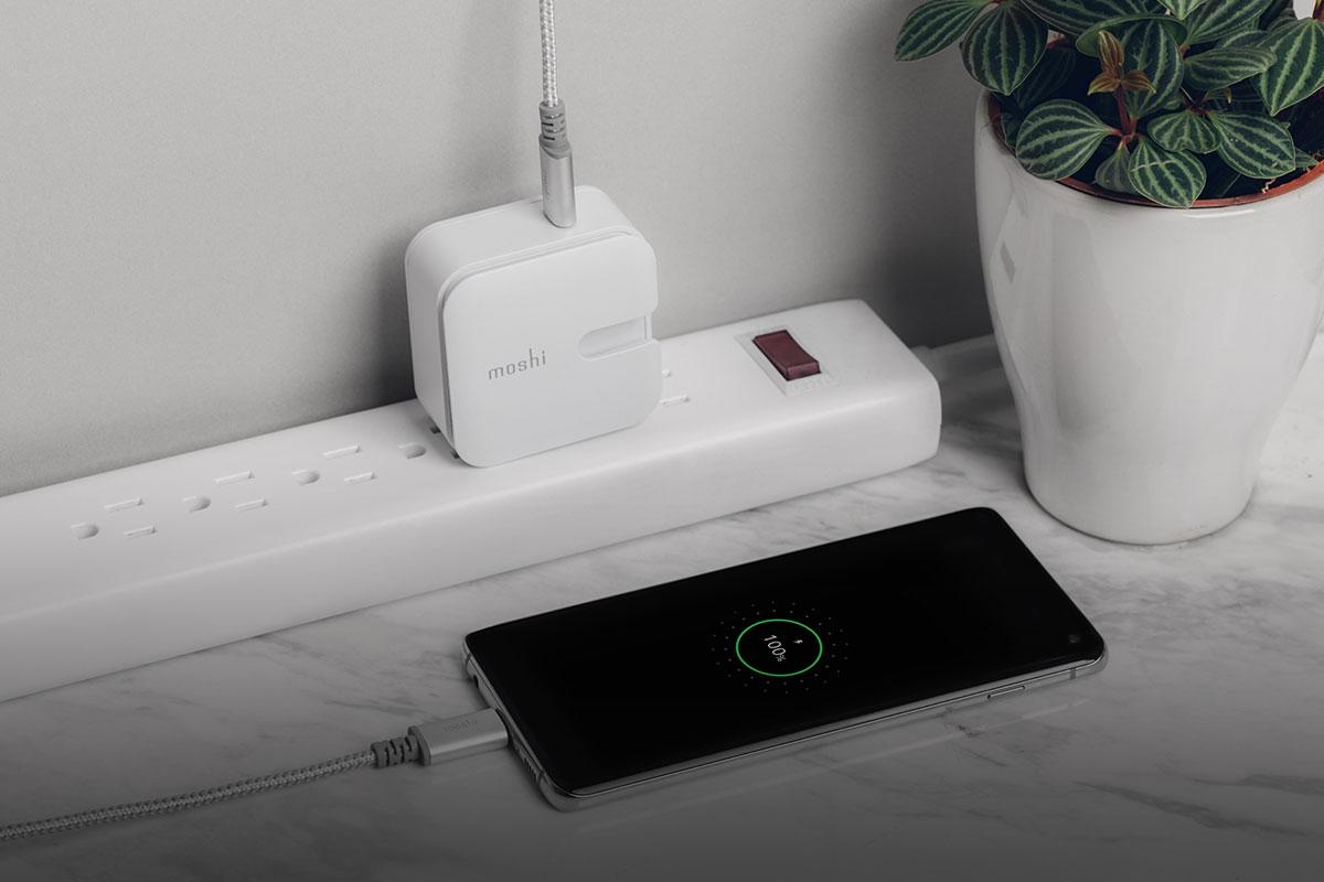 Óptimo para los usuarios de Android, carga rápidamente tu dispositivo a través del chip integrado QC 3.0 usando un cable de carga Integra de USB-C a USB-C.