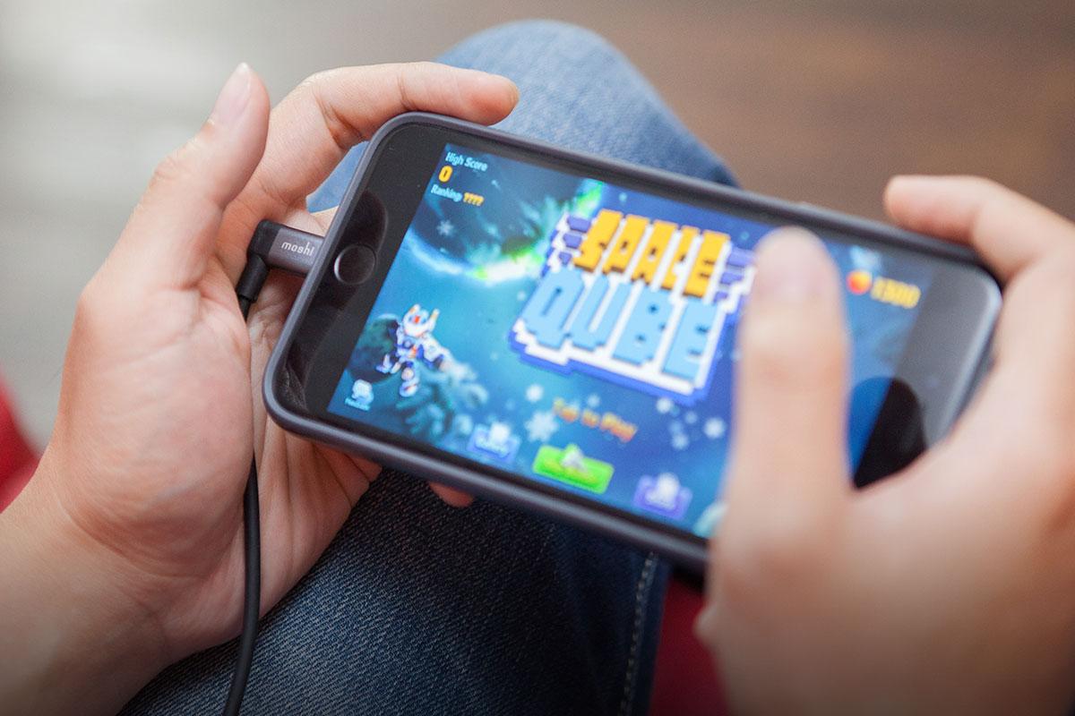 携帯ゲーム、タイピング、車内での充電に最適です。